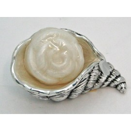 Shell in silver and enamel with soap