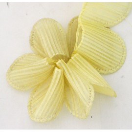 Tape door confetti in organza with. yellow