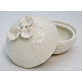 Box ceramic decorated with embossed butterflies