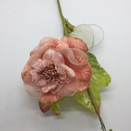 Rosa organza e velluto con stelo lungo